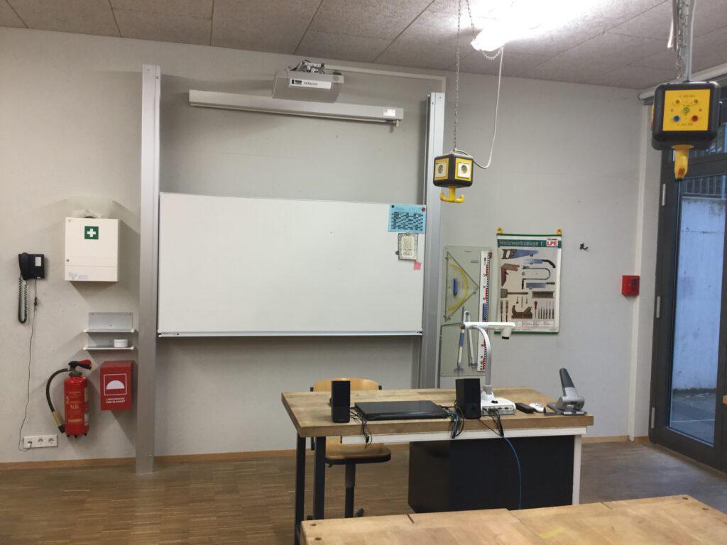 Lehrerpult_Technikfachraum_02