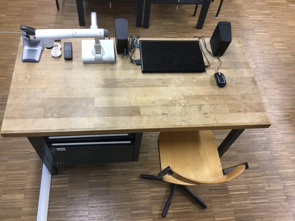 Lehrerpult_Technikfachraum_04